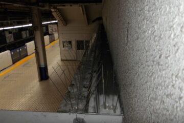 東京都内の駅構内店舗のハト駆除